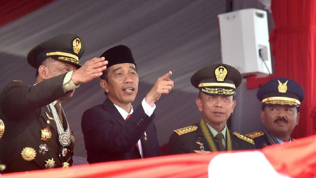 Momen Jenderal Gatot dan Jokowi Sang Panglima Tertinggi di HUT TNI