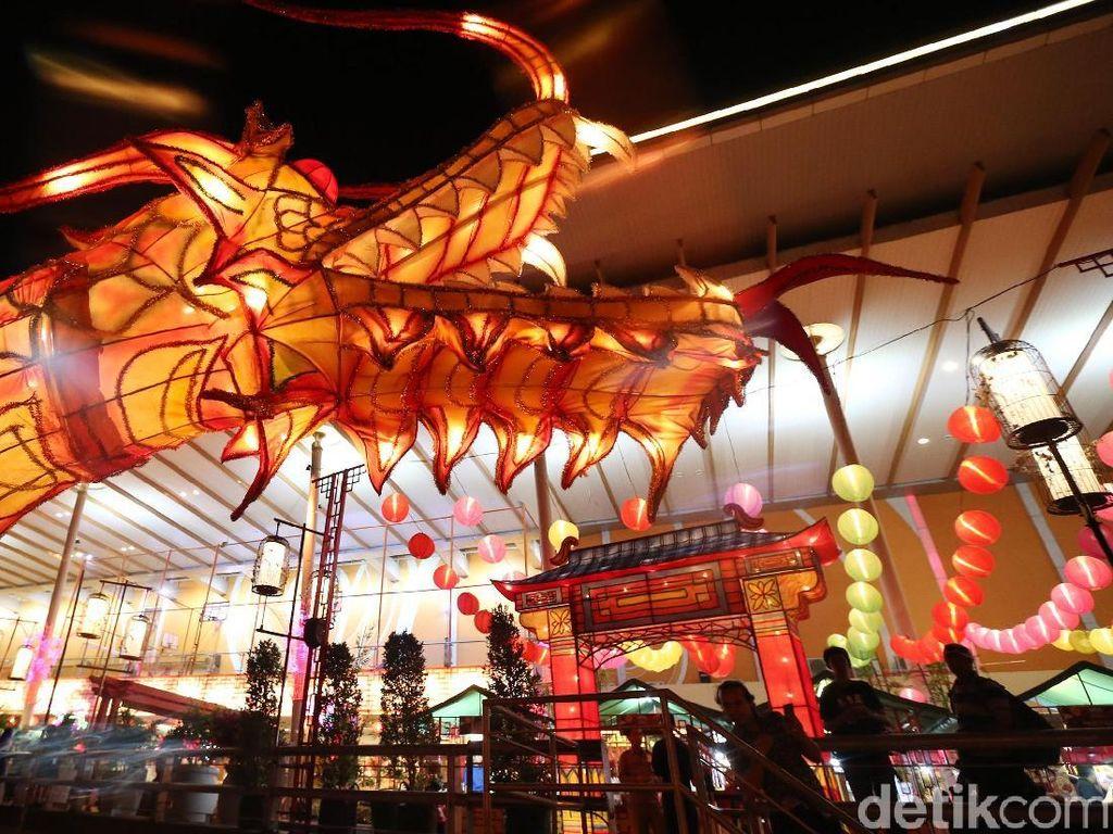 Indahnya Perayaan Kue Bulan dengan Lampion Naga