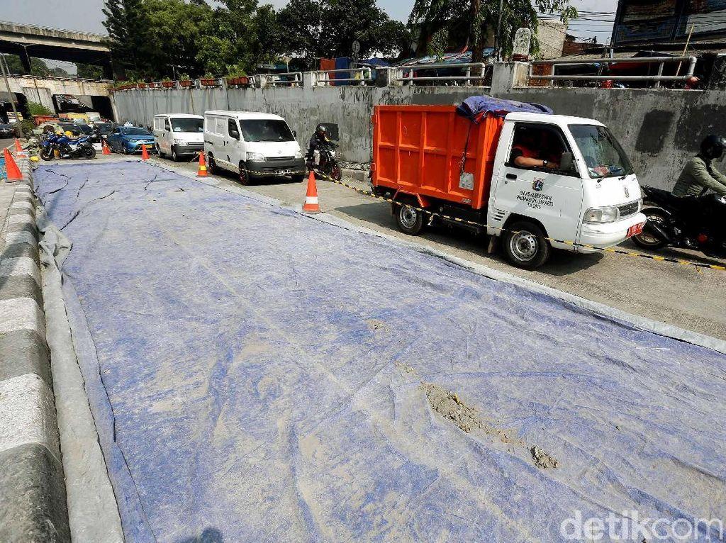 Perbaikan Jalan, Kendaraan Mengular di Jalan Basuki Rahmat