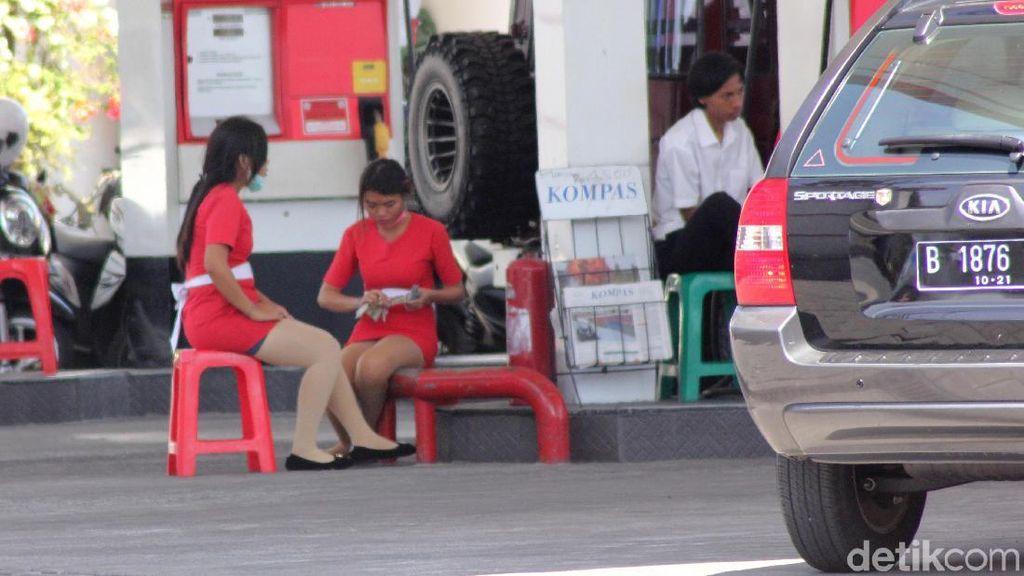 Tak Kalah Dengan di Mall, SPG SPBU di Denpasar Ini Juga Tampil Menarik