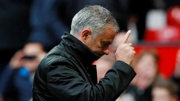 Cara Mourinho Hindari Pertanyaan-Pertanyaan soal Harry Kane