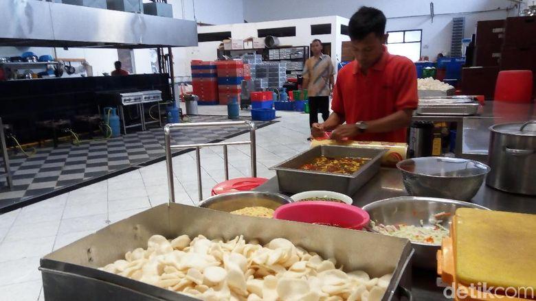 Semua Sajian Makanan di Pernikahan Kahiyang Jokowi Dicek Tim Dokter
