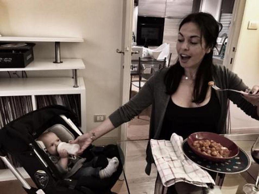 Foto-foto Ini Tunjukkan Ibu-ibu Memang Multitasking
