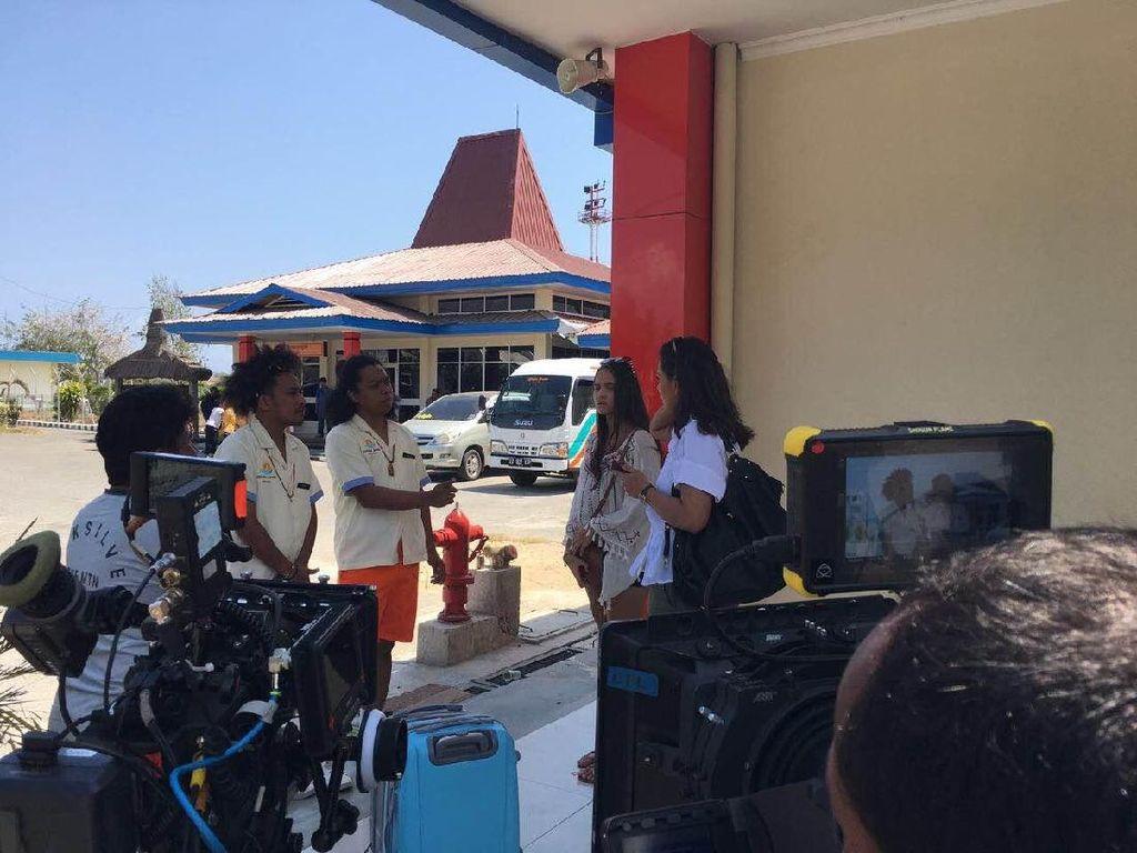 Arie Kriting Ditabok Abdur Arsyad saat Syuting Susah Sinyal