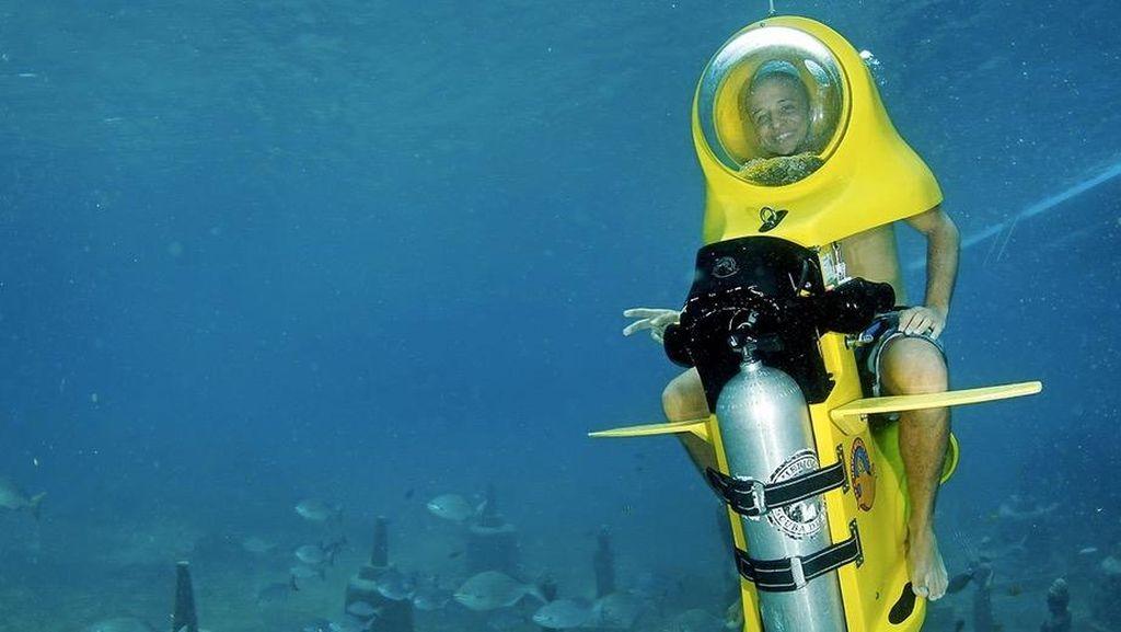 Foto: Ini Baru Beda, Skuter Bawah Laut
