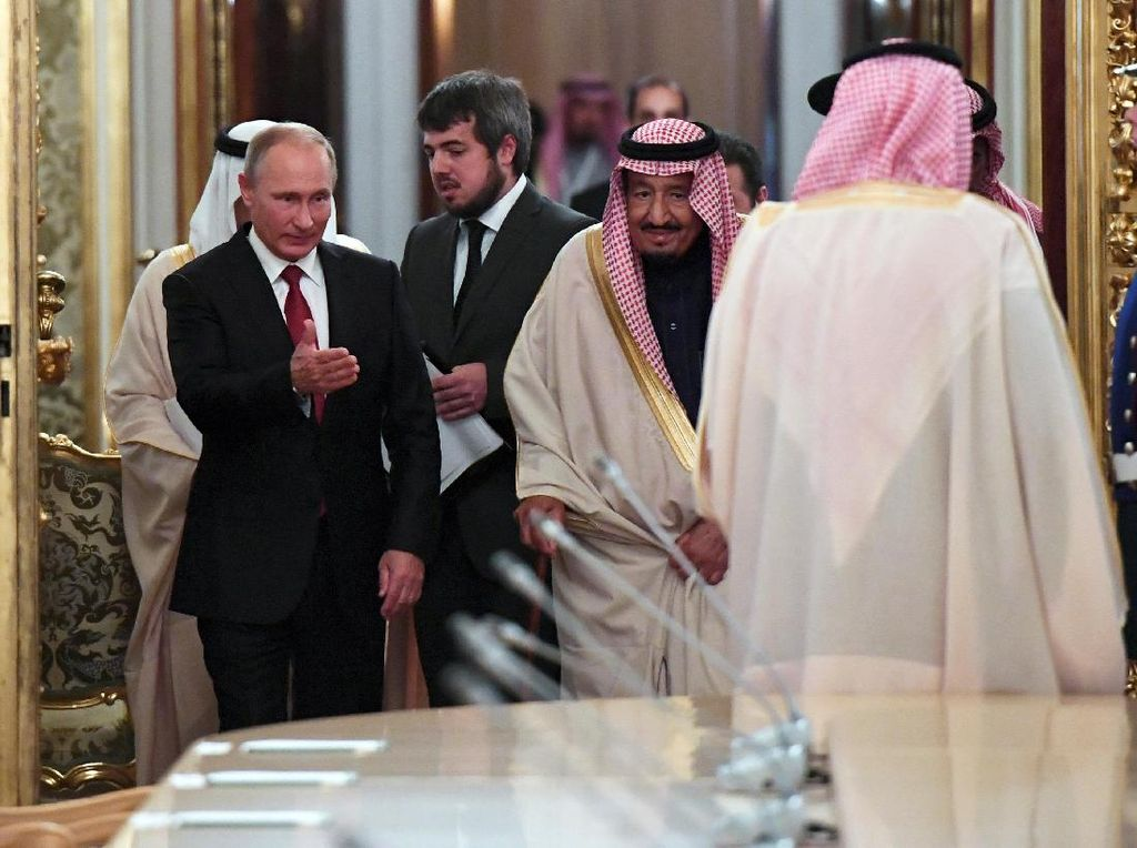 Saat Raja Salman Investasi Besar di China dan Beli Senjata Rusia
