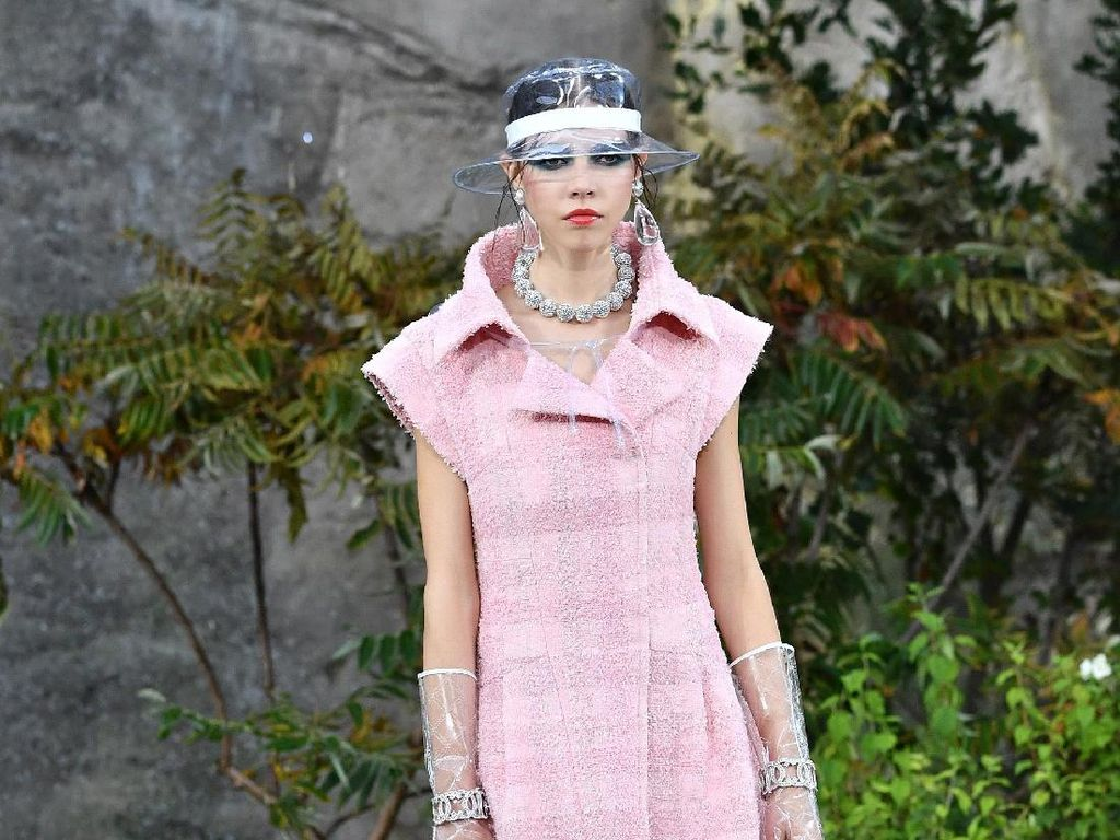 Foto: 25 Koleksi Busana Terbaru Chanel di Paris Fashion Week