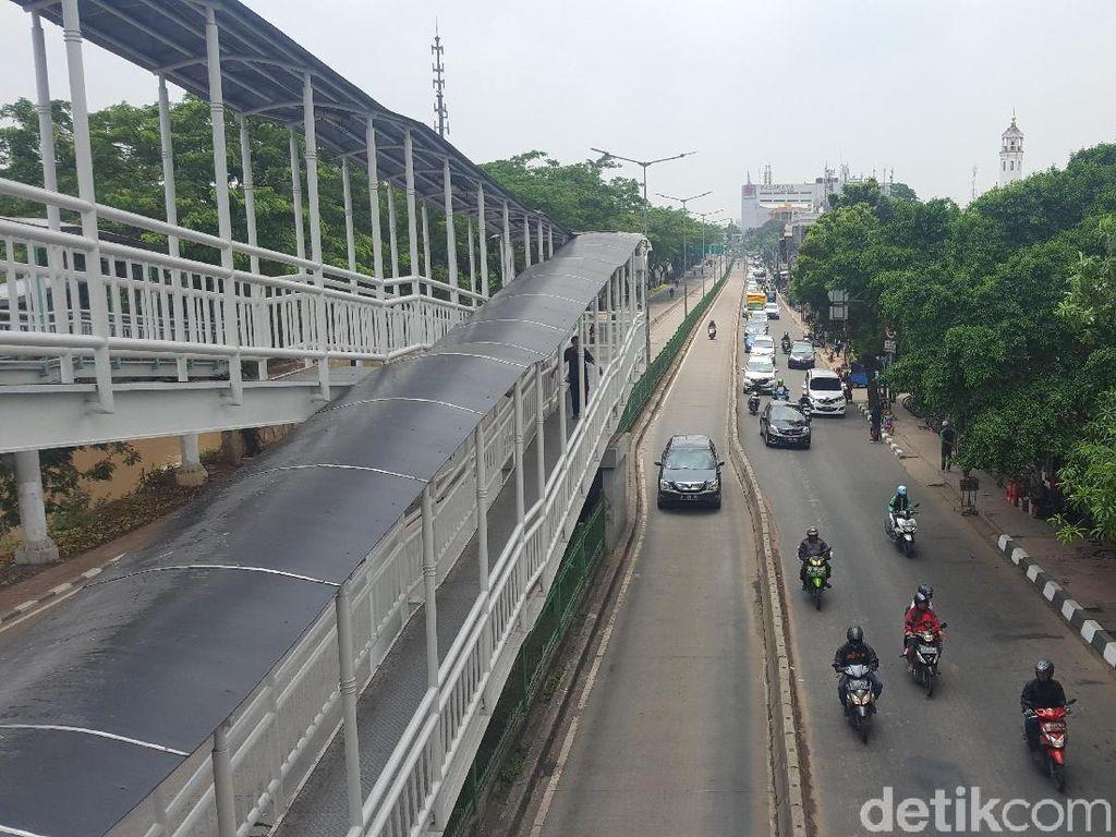 Gara-gara Ngotot Terobos Busway: Terjepit Bus Hingga Dipukul Mundur