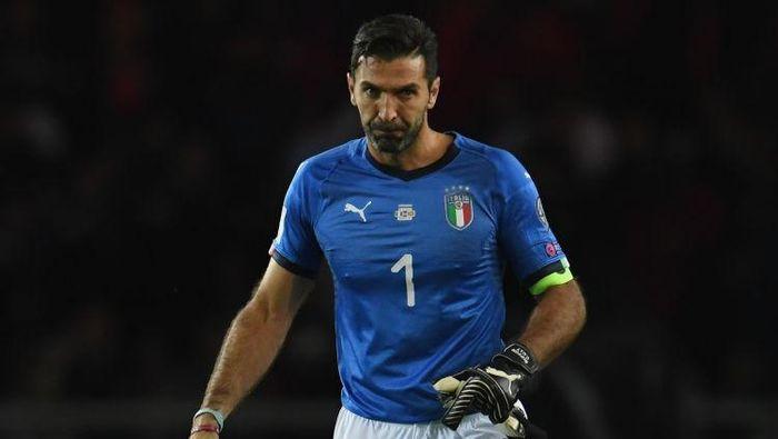 Gianluigi Buffon masih dibutuhkan Timnas Italia. (Foto: Claudio Villa/Getty Images)