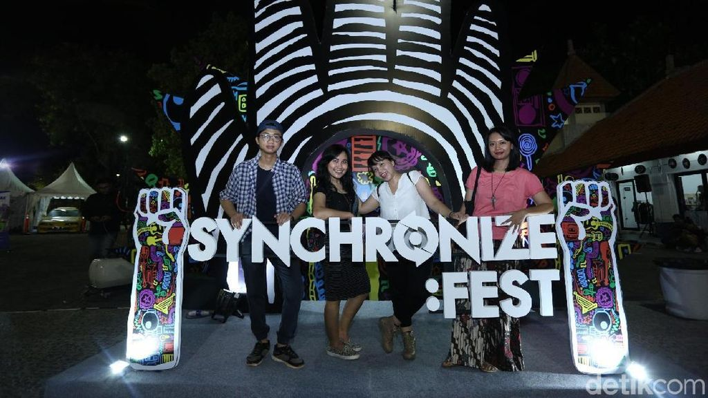 Nonton Synchronize Fest 2017 Belum Afdal Kalau Nggak Narsis