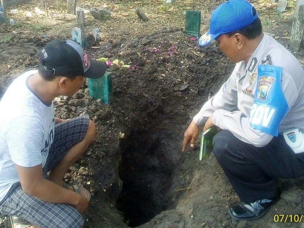 Makam Bu Nyai yang Baru Meninggal Dirusak, Diduga untuk Ilmu Hitam