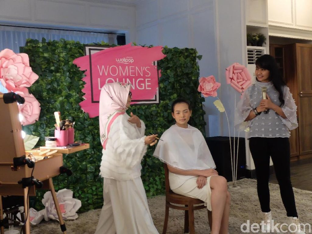 Belajar Makeup Wedding dan Anting Tassel di Wolipop Womens Lounge