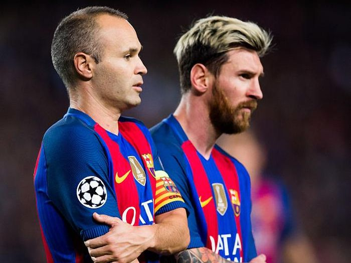 BARCELONA, SPAIN - OCTOBER 19: Andres Iniesta (L) and Lionel Messi of FC Barcelona look on during the UEFA Champions League group C match between FC Barcelona and Manchester City FC at Camp Nou on October 19, 2016 in Barcelona, Spain. (Photo by Alex Caparros/Getty Images)