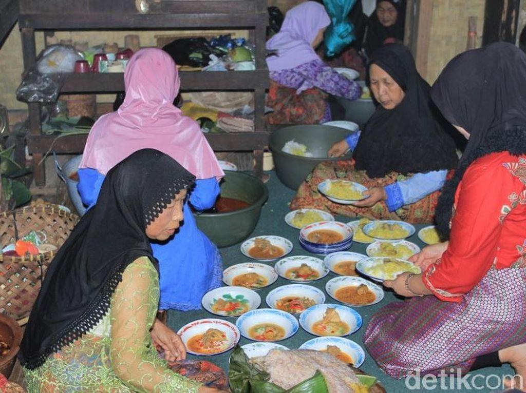 Makanan Spesial dalam Tradisi 4 Abad Kampung Adat Cikondang