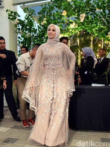Cerita Desainer yang Rancang Jumpsuit Laudya Cynthia Bella untuk Resepsi