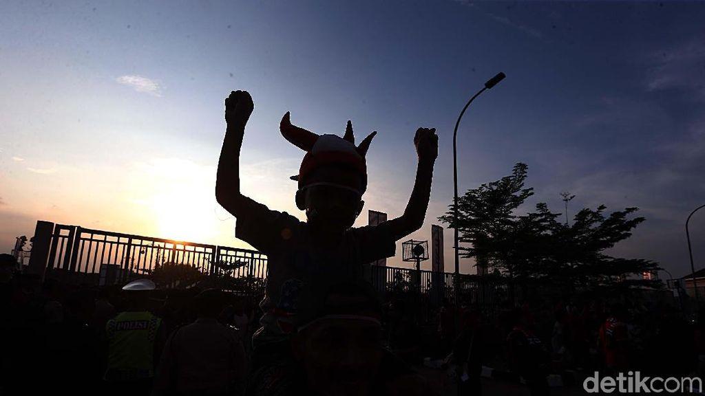 Pendukung Garuda Muda Padati Stadion Wibawa Mukti