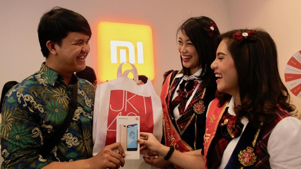 JKT48 Layani Pembeli Xiaomi di Bekasi