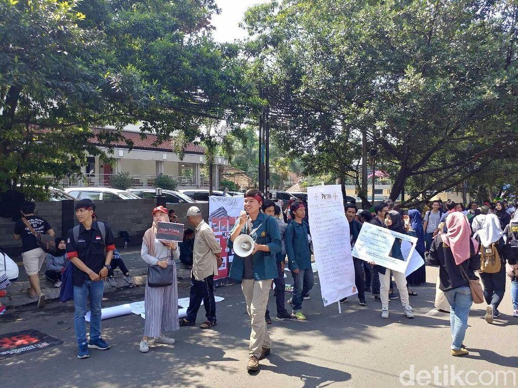 Dukung KPK, Mahasiswa ITB Kembali Aksi di CFD Dago