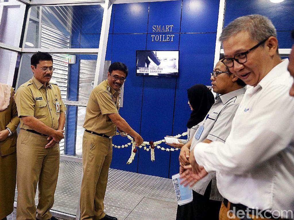 Di Akhir Jabatan, Djarot Resmikan Smart Toilet