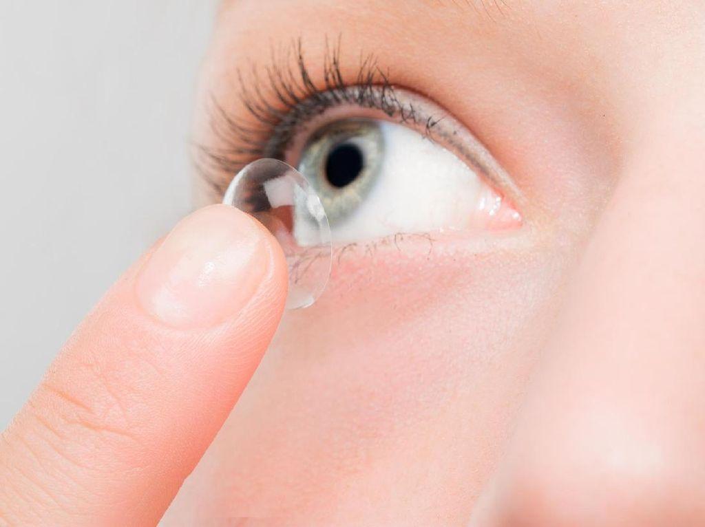 5 Cara Keliru Pakai Lensa Kontak yang Membahayakan Mata