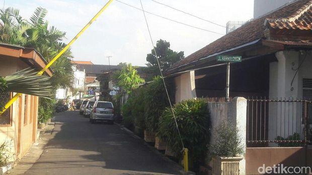 Jalan masuk ke rumah kontrakan KH Agus Salim Gang Lontar Satu (Foto: Erwindar)