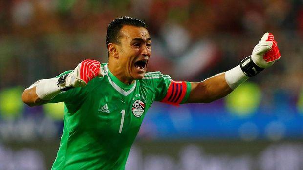 Essam El-Hadary bisa menjadi kiper utama timnas Mesir di Piala Dunia 2018 jika El-Shenawy belum pulih dari cedera lutut.