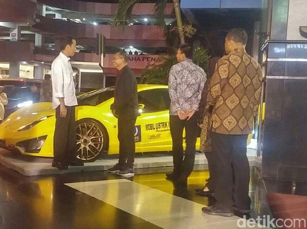 Dahlan Iskan Pamer Kendaraan Listrik ke Jokowi