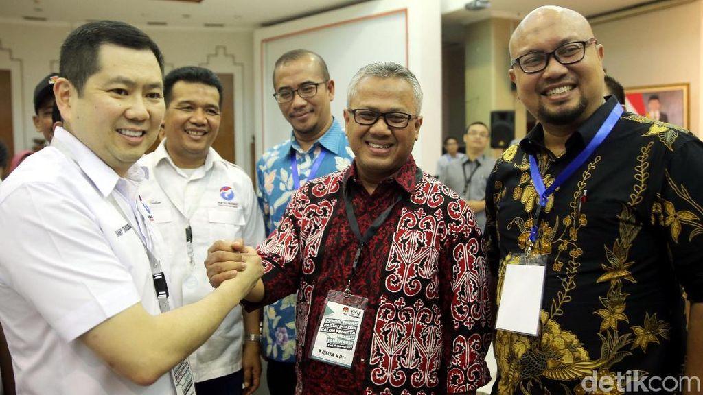 Senyum HT Saat Daftarkan Perindo ke KPU dan Janji Dukung Jokowi