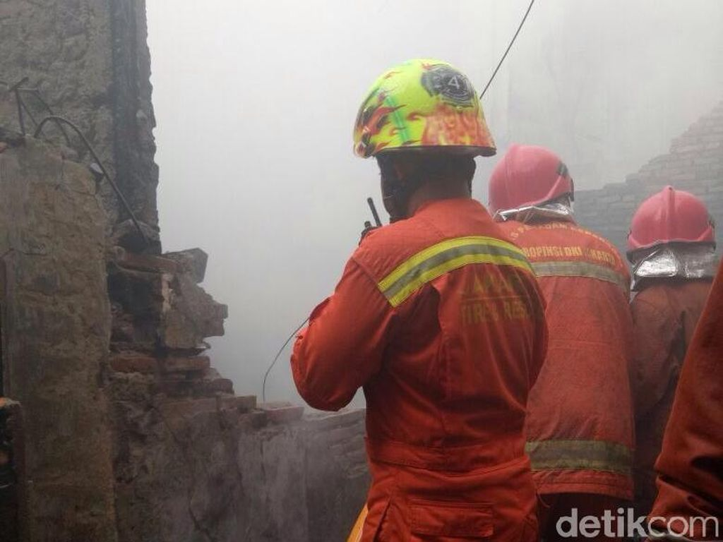 Kebakaran di Matraman Padam, 10 Rumah Terbakar