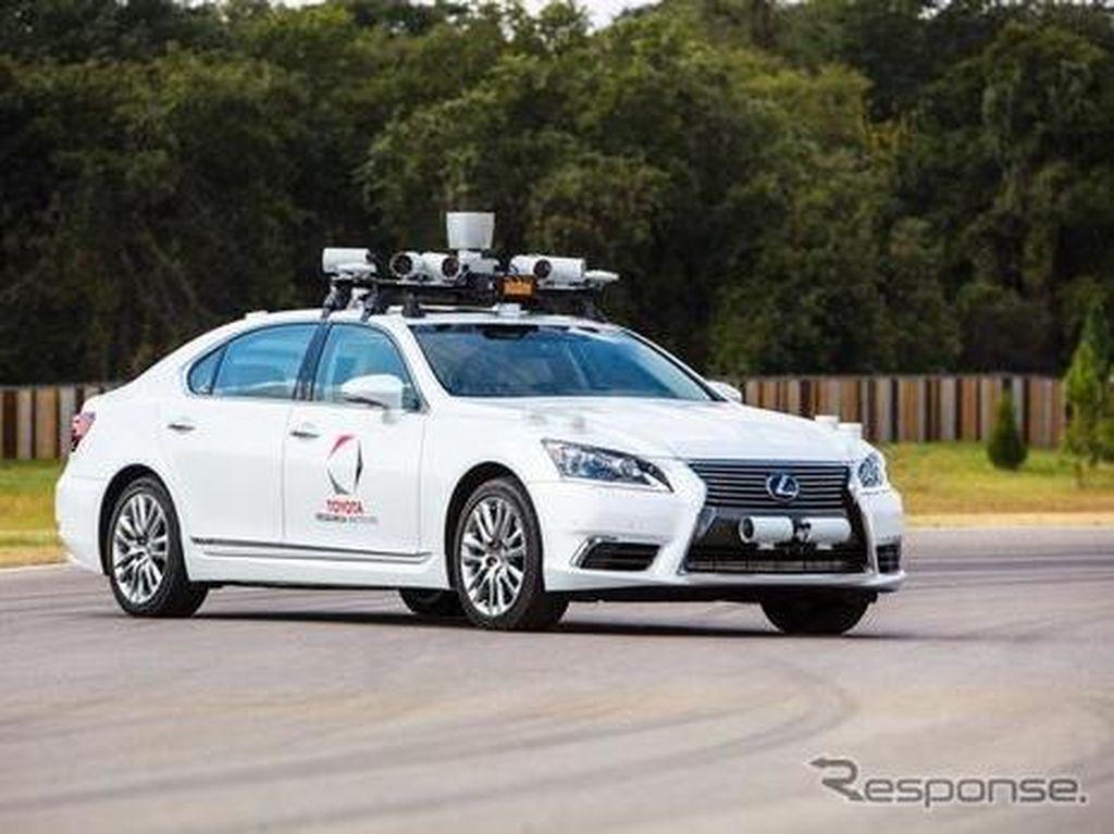 Mobil Robot Toyota Kian Canggih