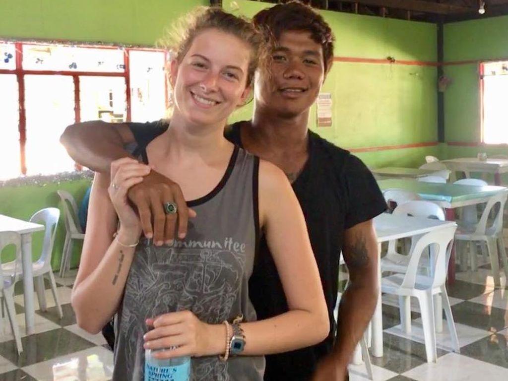 Pasangan Ini Cuek Dicibir Netizen karena Beda Warna Kulit