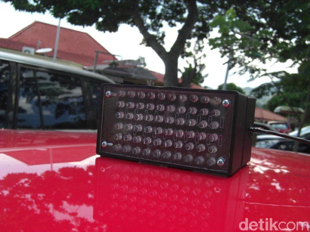 Polisi Tilang 31 Mobil Berotator di Jakarta