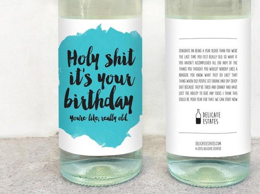 10 Label Botol Wine Ini Berisi Tulisan Unik dan Kreatif