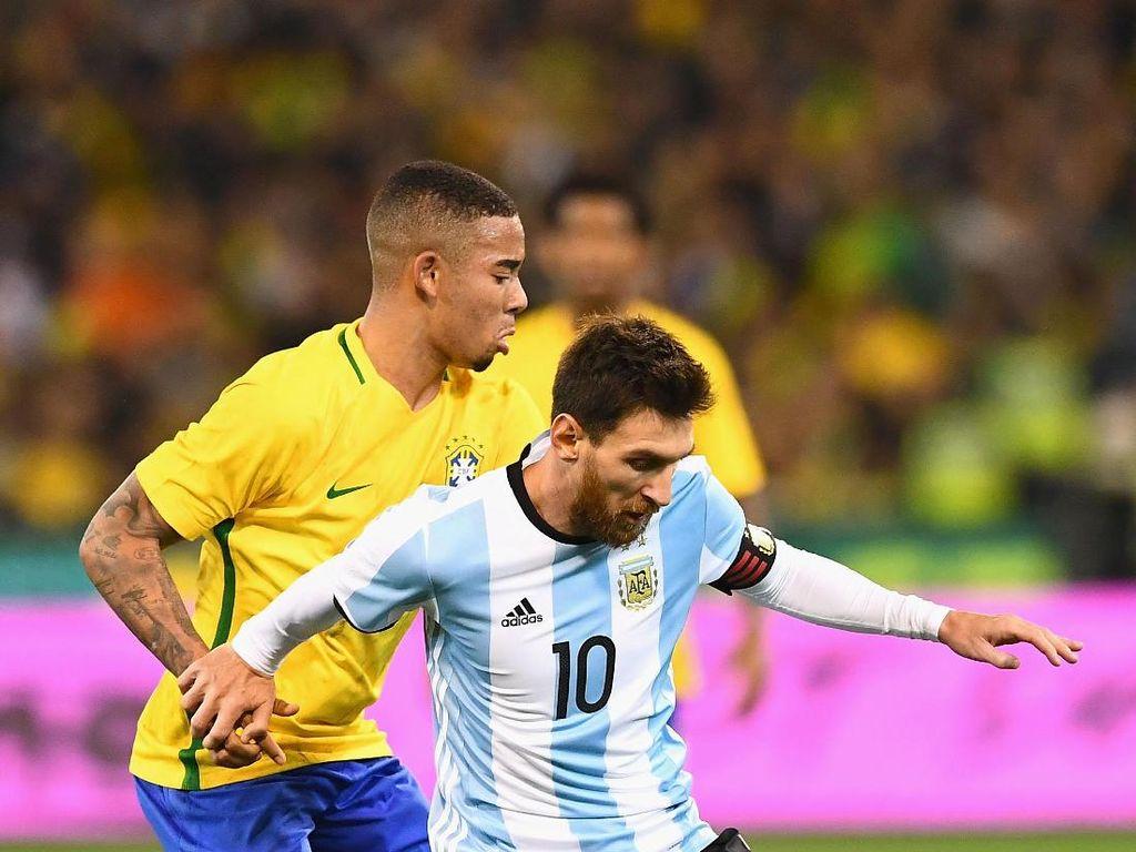 Beda Reaksi Messi dan Gabriel Jesus Saat Dikartu Merah