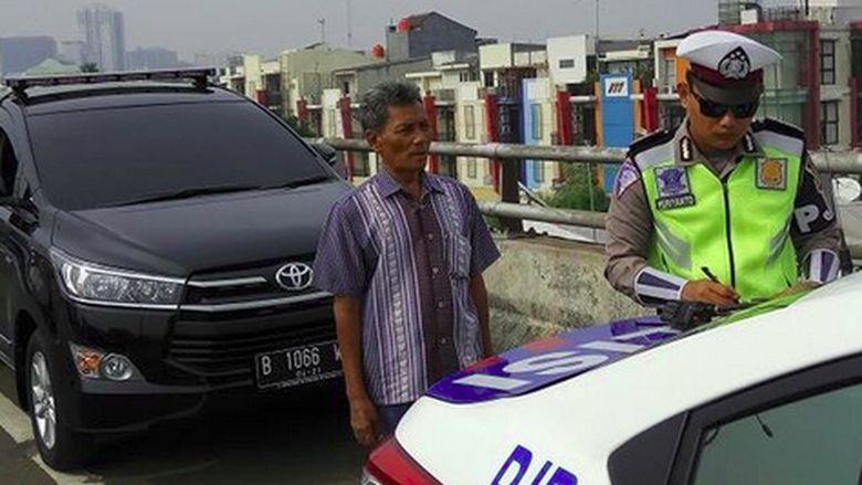 Polisi Razia Pengguna Lampu Rotator 11 Oktober-11 November