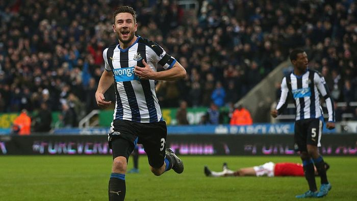Paul Dummet mencatatkan laju 35,15 km per jam pada musim 2015/2016 untuk Newcastle United. (Foto: Ian MacNicol/Getty Images)