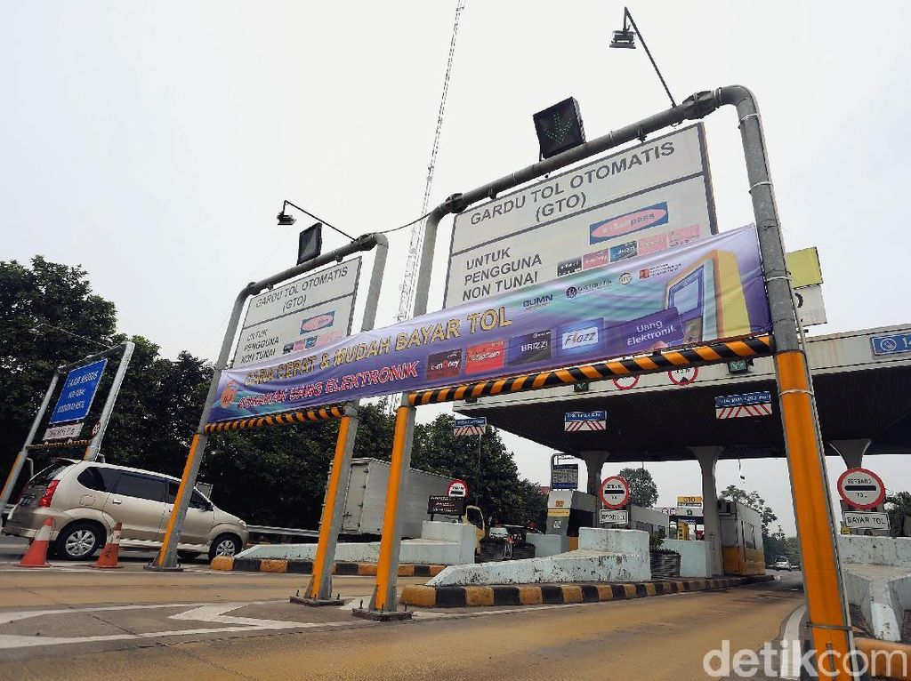 DPR Usul Ada 1 Gerbang Tol yang Masih Bisa Bayar Tunai