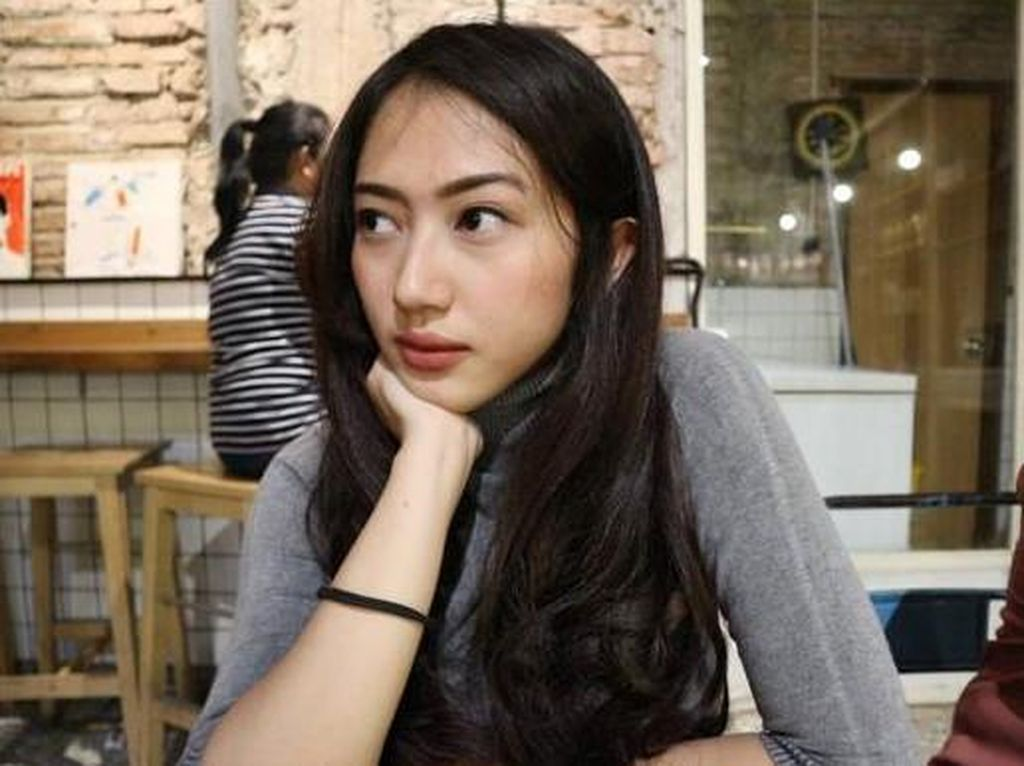 Putri Gatot Brajamusti Tulis Novel untuk Ayahnya