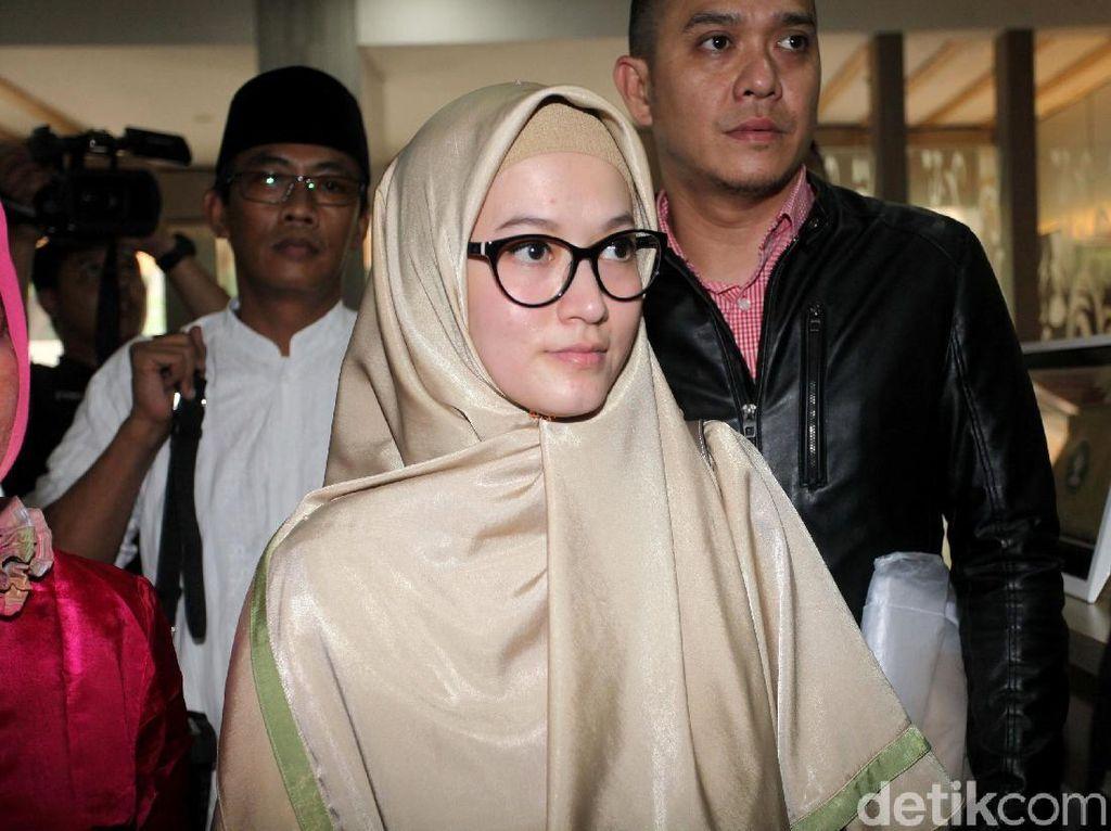 Ekspresi Lyra Virna Jalani Pemeriksaan Terkait Biro Haji