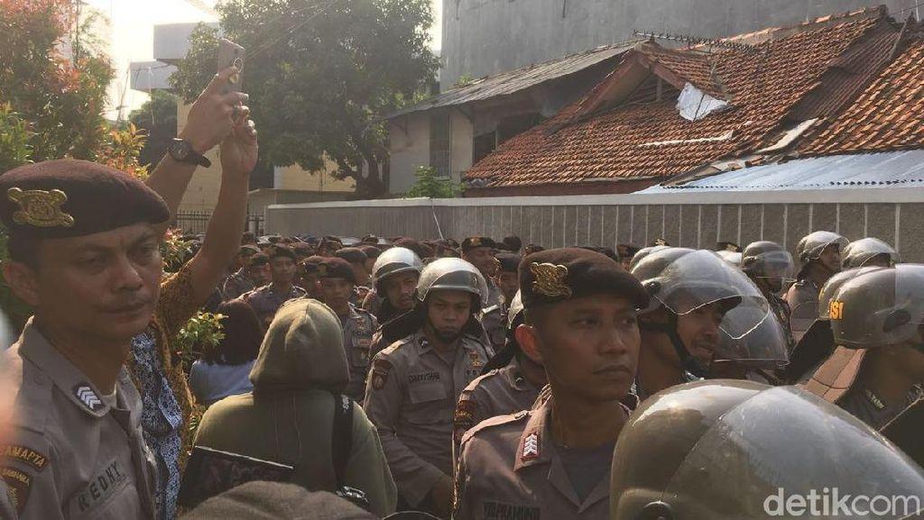 Rapat Golkar Dijaga Polisi karena Ada Laporan akan Didatangi Massa