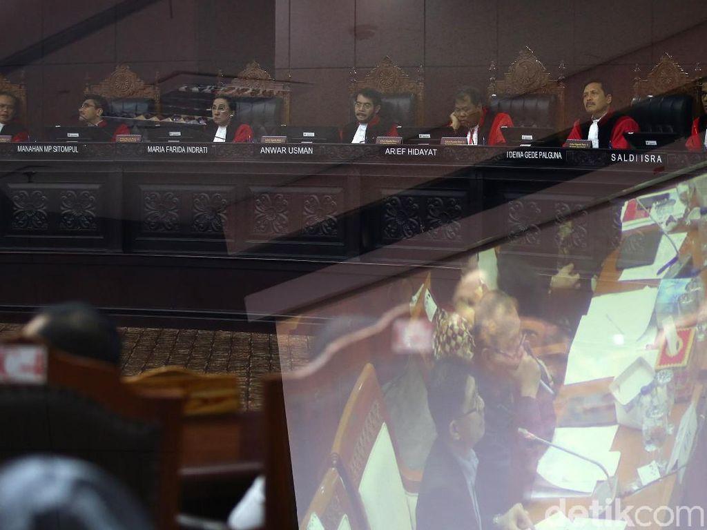 MK Disuguhi Video Rapat DPR-KPK Sebelum Pansus Mencuat