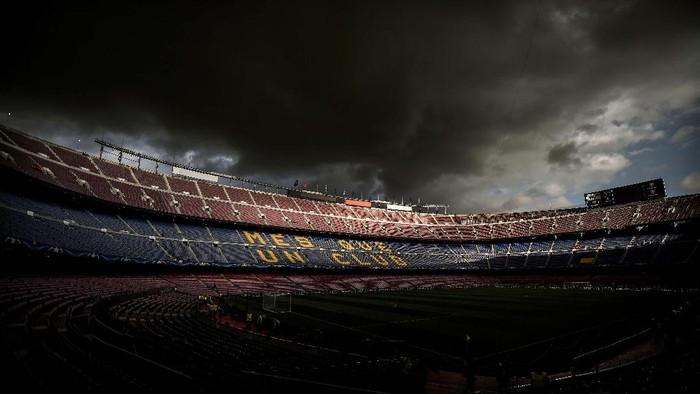 Mes Que un Club tertulis besar di tribun Camp Nou (David Ramos/Getty Images)