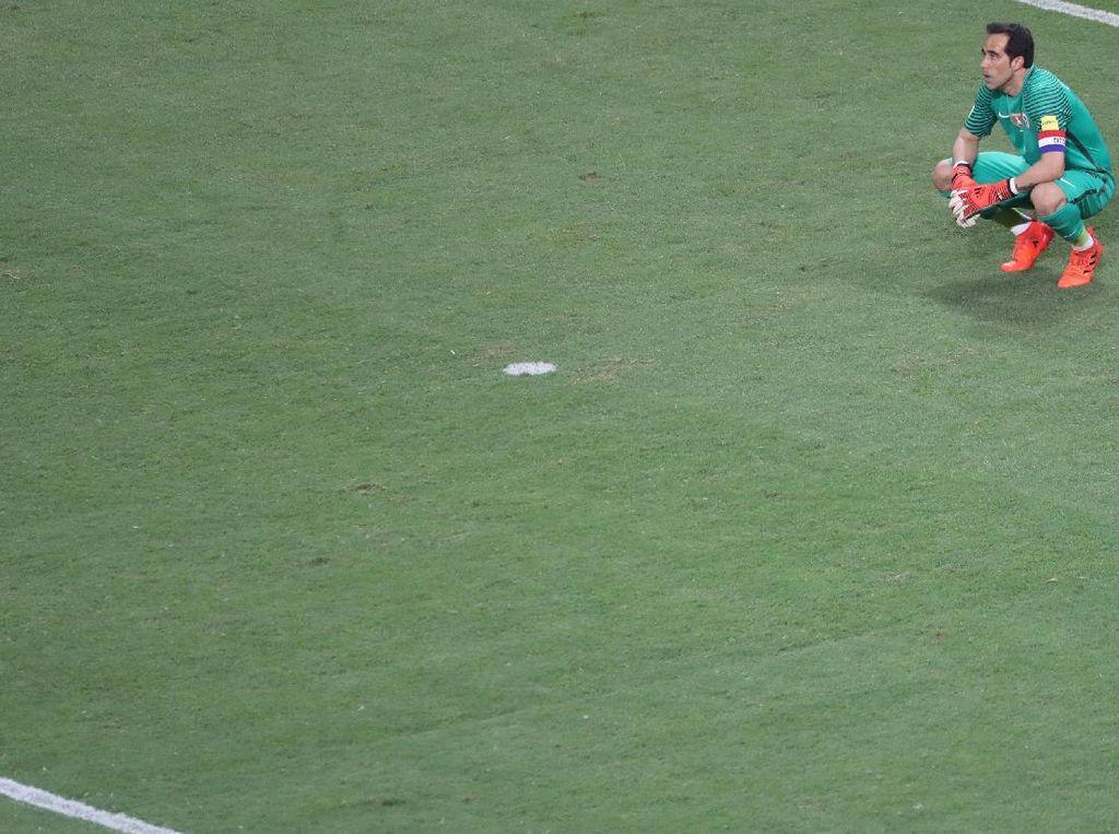 Usai Gagal ke Piala Dunia, Bravo Lanjut Bela Chile atau Pensiun?