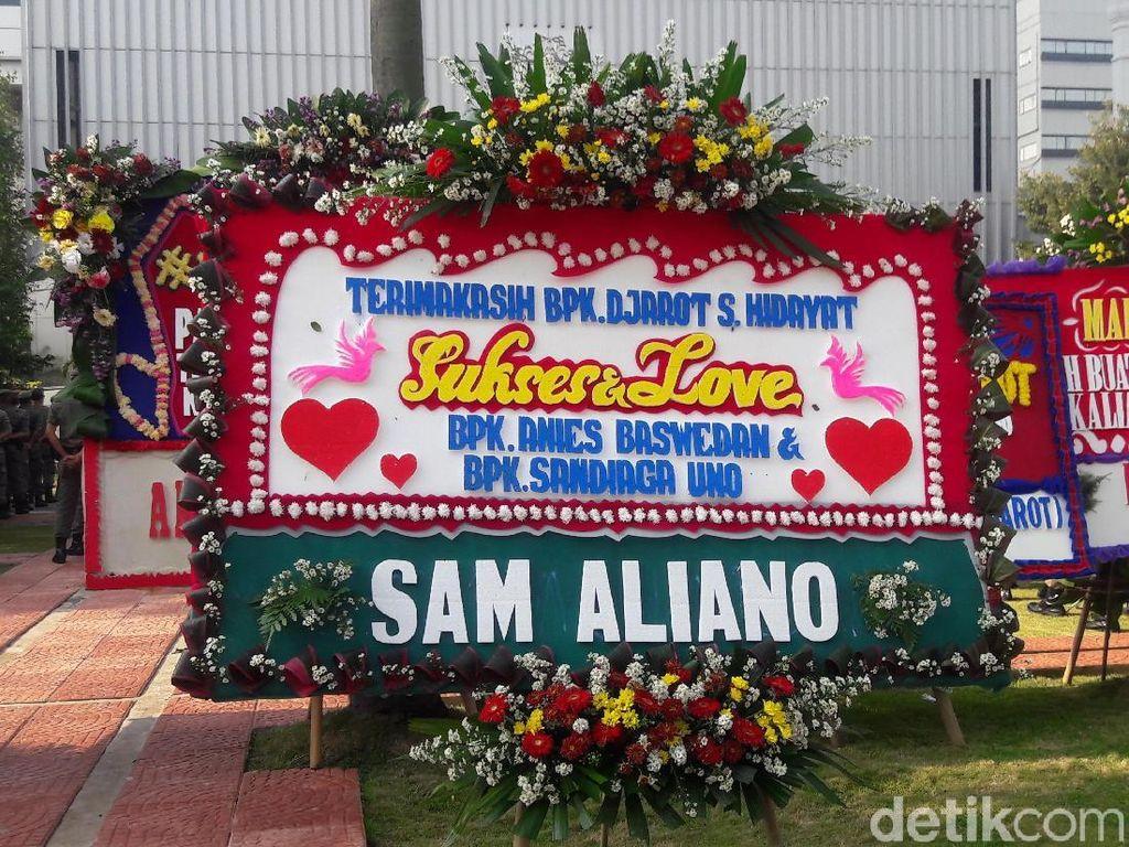 Selain Jokowi dan Badja, Anies-Sandi Juga Dapat Karangan Bunga