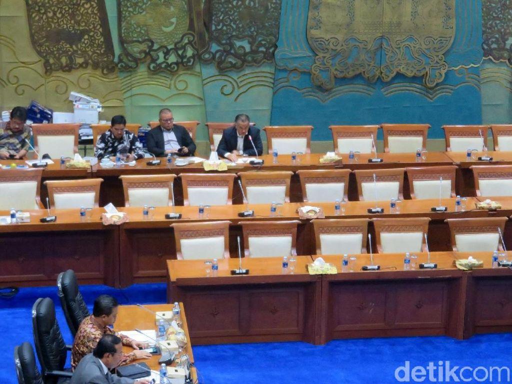 Penampakan Hantu di Rapat DPR