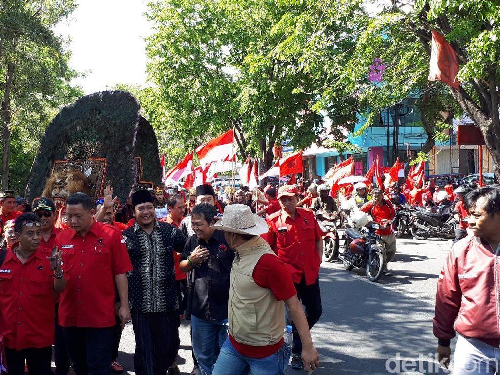 Diiringi Reog Ponorogo, PDIP Surabaya Daftar Pemilu 2019 ke KPU