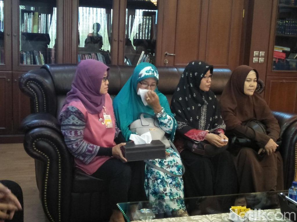 Ikut ke DPR, Kakak Jonru Ginting Menangis Saat Mengadu ke Fadli Zon