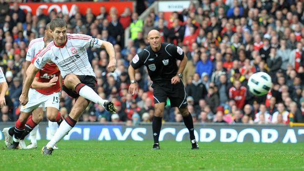 Steven Gerrard ikut menunggu perkembangan kasus Man City.