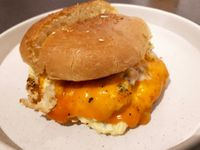 7 Speed: Menikmati Tampa Cheese Burger Bersama White Fuel di Kafe Mungil