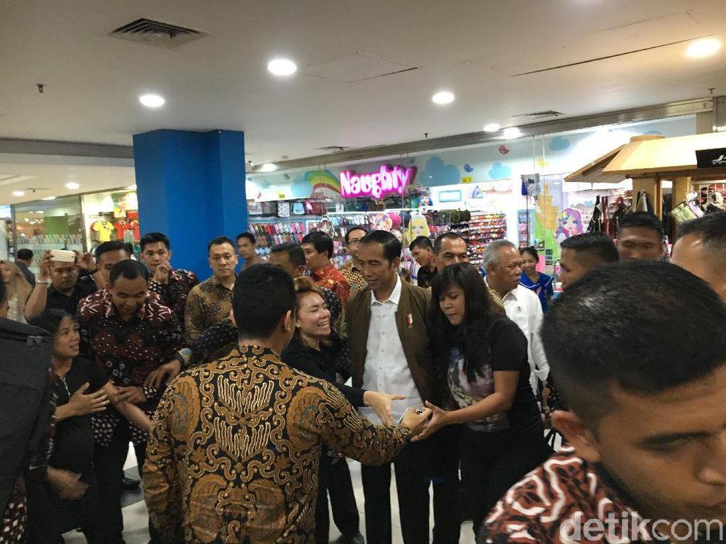 Jokowi Jadi Rebutan Pengunjung Mal Palembang Trade Center